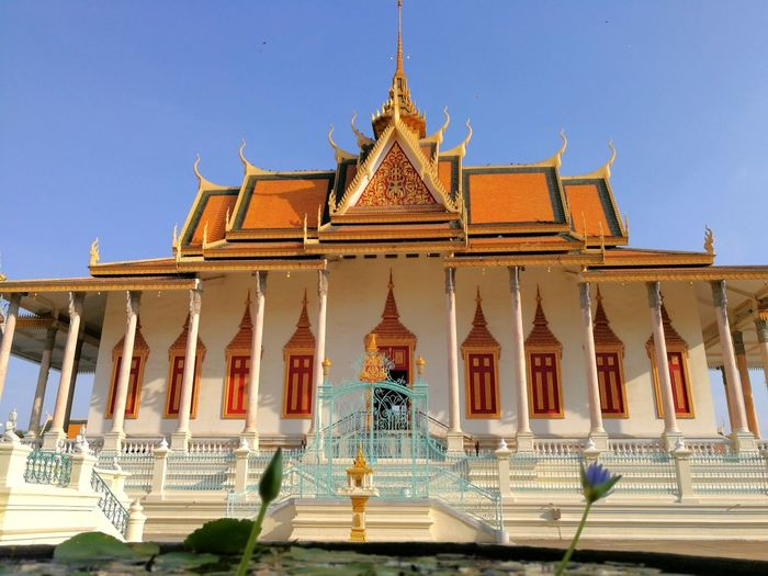 Phnom Penh Royal Palace King - Royal Person Gold Royalty Place Of Worship Statue Arts Culture And Entertainment Gold Colored Religion City Cultures
