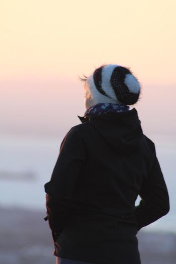 Observing The Sunrise Lady Twin Peaks Feel The Sun