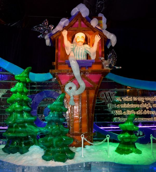 On this hot Florida Day, I am having fond memories of ICE last November... Oh, I wish I could find someplace and enjoy the cold right now... Faylord Palms Florida Life Ice ICE At The Gaylord Palms Ice Sculpture Ice Sculptures November 2015 The Culture Of The Holidays