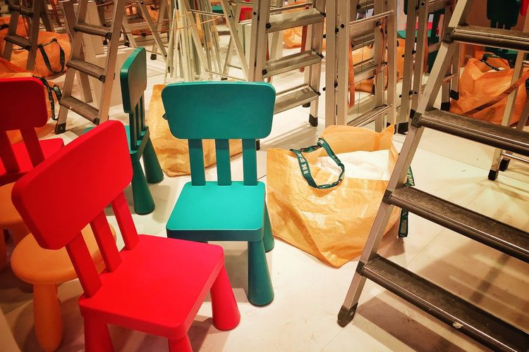 Design Photographer Decorations Picoftheday Photooftheday Construction Work Artworks Chair Architecture High Angle View Indoors  Seat Chair No People Table Multi Colored Built Structure Choice Arrangement Variation Large Group Of Objects Flooring Red Absence In A Row