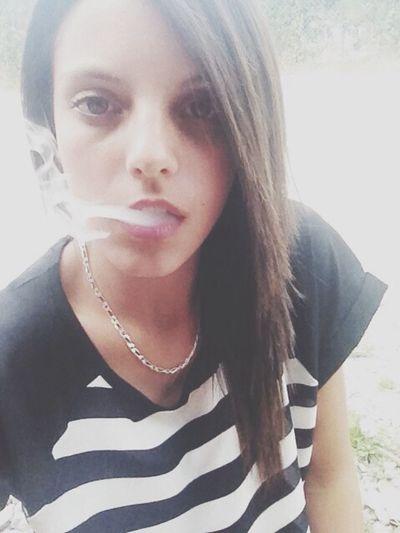 Fumer ne résoud rien mais de temps en temps ça détend, ça fait du bien ça fait oublier un moment. Smoke Forget Love You Just Moments!!!<3
