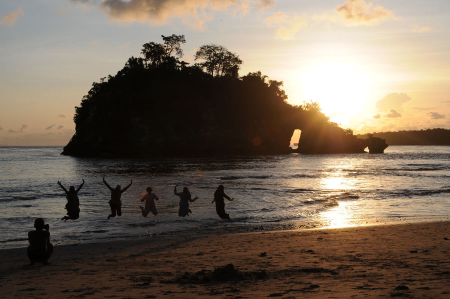 A jumping family picture Group Of People Real People Water Sky Sunset Sea Beach Beauty In Nature Silhouette Scenics - Nature People Tree Men Women Enjoyment Outdoors Nusa Penida Crystal Bay Unrecognizable People Unrecognizable Person Clousds Nature EyeEmNewHere