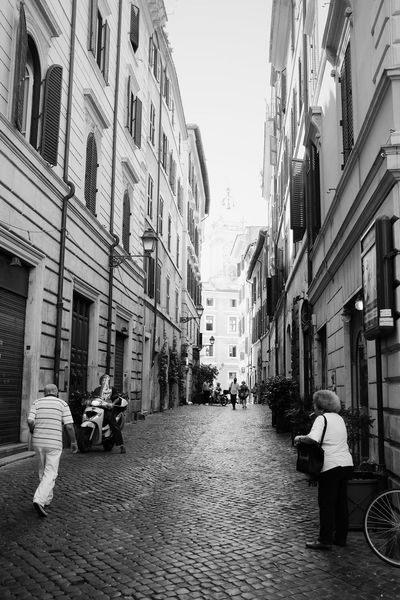 Busy morning // VSCO Vscocam Blackandwhite Black & White Monochrome X100S FUJIFILM X100S Fuji X100s Streetphotography Streetphoto_bw