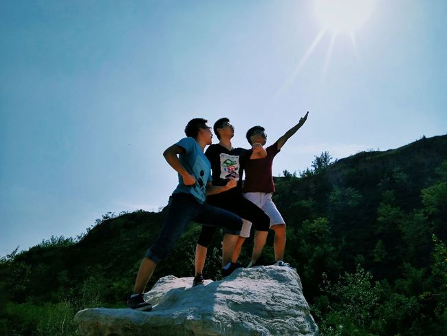 Funny gesture, man, go forward for revolution.😂Gesture Revolution Sunlight Leisure Activity Mountain Full Length Lifestyles Enjoyment Lens Flare Clear Sky Sitting Sun Sunny Friendship Togetherness Vacations Tourist Tourism Carefree On Top Of Nature My Cousin Streetphotography Light And Darkness  Funny Picture