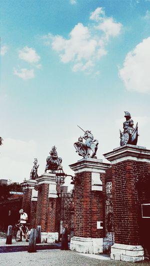 Main Entrance Hampton Court Palace Sculptures Ornamental Gates
