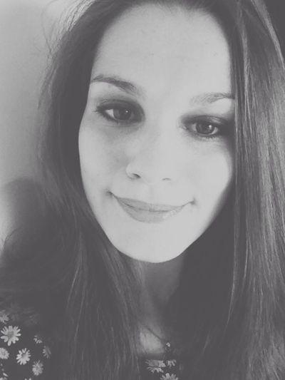 Rien ne vaut qu'un petit sourire. Rooh l'amour rend con. Self Portrait Black And White French