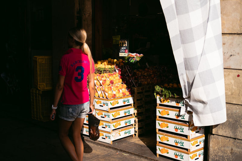Barcelona Shadows & Lights Blond Fruit Shop Fruits Girl Greengrocery Light And Shadow Pink Color Real People Store Streetphotography T-shirt Tourism Walking