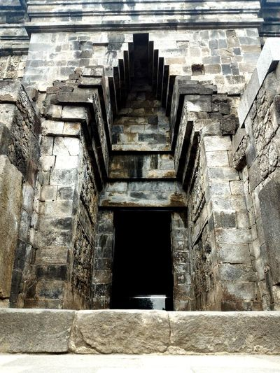 The gate of mendut's temple Outdoors Photooftheday Historicalsite Visitindonesia INDONESIA Temple Wonders