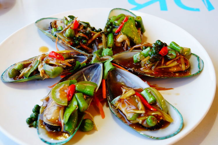 Stir-fried spicy green mussel. Ready To Eat Spicy Food Flate Plate Food Food Photography Fresh Fresh Peppers Green Mussels Spices Thai Food Vegetables