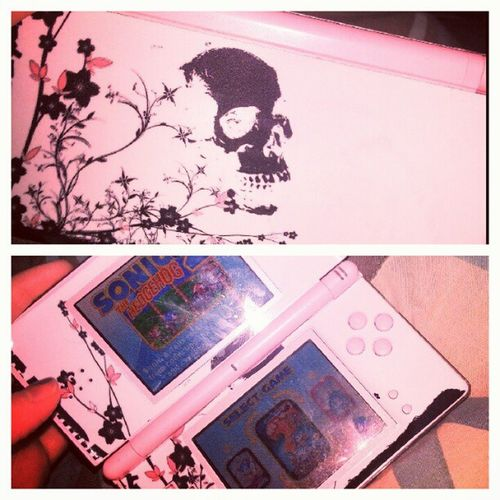 Playing a little before bed. Dslite Sega Sonicthehedgehog Sonic2 skull skinit blackandpink
