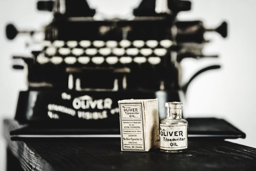 Oliver typewriter Antique Antique Typewriter Check This Out Blackandwhite Photography Black And White Old But Awesome Old School Oliver Typewriter Typingmachine Old Typing Machine