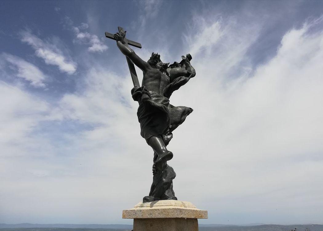 il Redentore del monte ortobene a Nuoro..... EyeEmNewHere Religious Art Sardinia Sardegna Italy  Nuoro Italy Suggestive Photography Sculpture Statue Sky Cloud - Sky