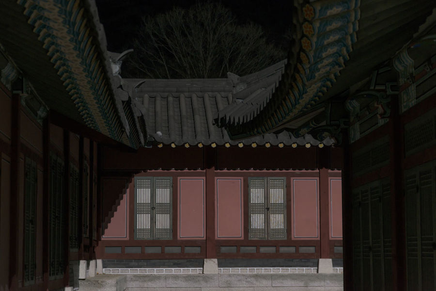winter night view of Mungyeongsaejae Drama Shooting Place in Mungyeong, Gyeongbuk, South Korea Dark Darkness Korean Traditional Architecture Mungyeongsaejae Night Scene Winter Wintertime Architecture Belief Building Building Exterior Built Structure Door Entrance House Lighting Equipment Night Night Scenery  Night Scenes Night View No People Outdoors Place Of Worship Religion Residential District Roof Window Winter Night