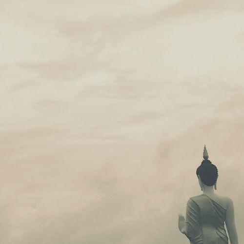พระ Statue Human Representation Male Likeness Religion Sculpture Spirituality Built Structure Low Angle View Cloud - Sky Sky Place Of Worship Building Exterior Architecture Outdoors No People Day Nature