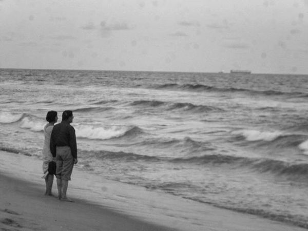 The love we have in our youth is superficial compared to the love that an old man has for his old wife. Oldcouple Love Has No Age Marina Beach Chennai Beach Stroll