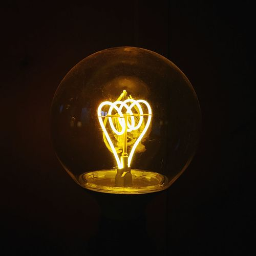 Light And Shadow Electricity  Light Bulb Illuminated Lighting Equipment Studio Shot Filament No People Black Background Single Object Electric Light Light Bulb Indoors  Close-up Dark Glowing Glass - Material