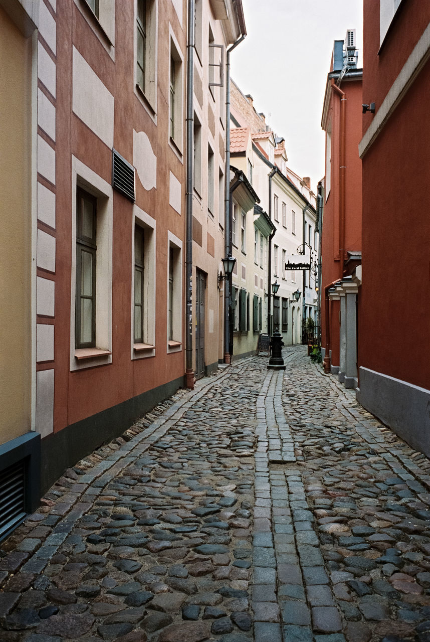 architecture, building exterior, built structure, building, the way forward, direction, residential district, street, cobblestone, city, footpath, house, window, no people, diminishing perspective, narrow, day, outdoors, nature, stone, alley, paving stone, row house, surface level, long