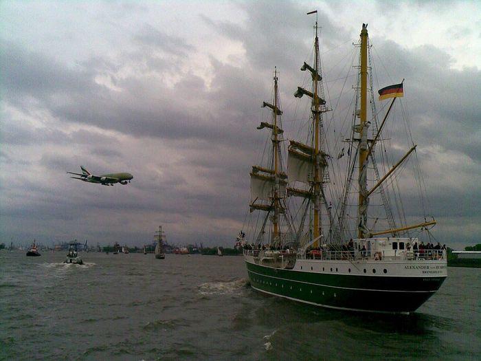 A380 meets Hafengeburtstag Hamburg Elbe