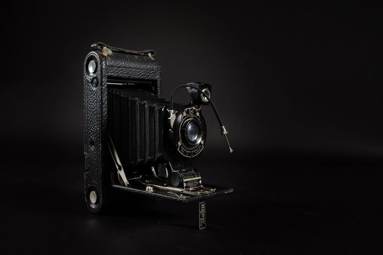Old-fashioned Studio Shot Retro Styled Black Background Single Object Camera - Photographic Equipment Antique No People Lens - Eye Close-up