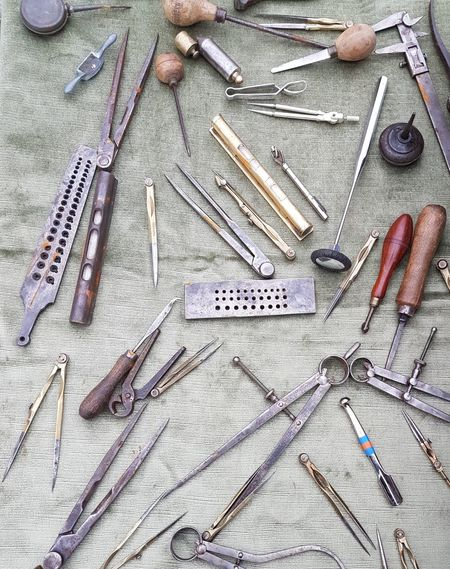 Compasses Compass Antique Compass Old Tools ANTIQUE TOOLS.... Handmade Selfmade Working Place Flea Market Fleamarket Flea Markets Brocante Circles Architectural Detail Architecture Details Painting Tools Human Hand Working Workshop Work Tool Skill  Sewing High Angle View Scissors Art And Craft Hand Tool Chisel Tool