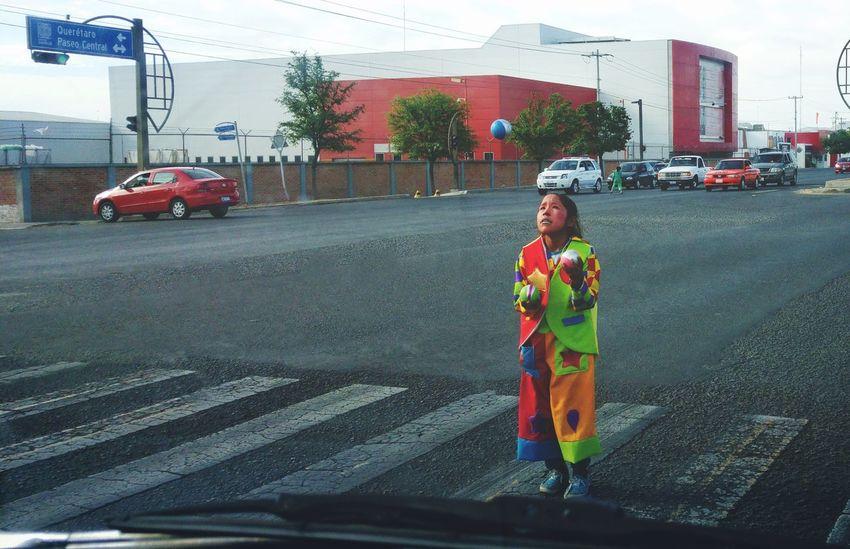 Streetphotography Street Photography Streetart Clown Clowning Girl Nina Streetartist Street Mexico De Mis Amores Mexicolors Payaso Payasos Dramatic Angles Resist Art Is Everywhere The Portraitist - 2017 EyeEm Awards