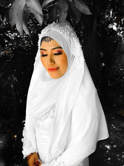 malay wedding Johor Bahru Malaysia Solemnization Malaywedding White Color Real People One Person Lifestyles Beautiful Woman Outdoors Nature Young Women Wedding Dress Bride Close-up Beauty In Nature