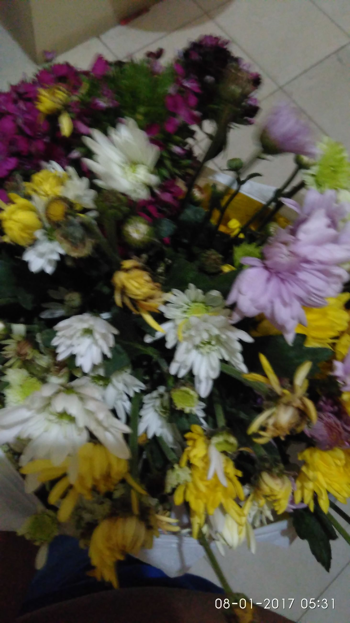 flower, fragility, freshness, petal, beauty in nature, nature, flower head, yellow, bouquet, daisy, flower arrangement, plant, no people, indoors, day, sunflower, close-up, gerbera daisy, flower market