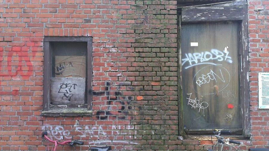 Taking Photos Old Building  Dolhuissteeg