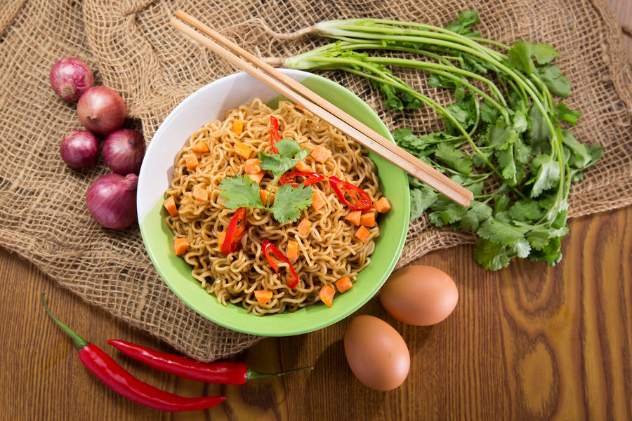 Archival Bowl Brown Background Colored Background Food Food And Drink Freshness Ground Beef Healthy Eating Ingredient Minced No People Ready-to-eat Scallion Studio Shot Vegetable Vegetarian Food