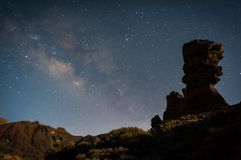 📍Parque nacional del Teide. Tenerife, Canary island Going up on the highest mountain of Spain is one of the amazing thing I've done in my life. I heard the real silence and saw one of the most beautiful skies of the world . Here's the pic of the milkyway. I recommend this trip to everybody who wants to discover the beauty of #nature. Nature Photography Nightphotography Stars At Night Teide National Park Teide Volcano Beauty In Nature Milky Way Milkyway Nature Night Rock Sky Star - Space Stars Teide Volcano Vulcanic Landscape Vulcano EyeEmNewHere