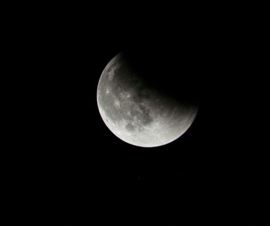 Here is my last shot of the night. No longer looking red, this is the ending phase of the partial eclipse transitioning back to a full Super Moon. Supermoon Eclipse Lunar Eclipse Luna Nightsky Moon Sky Skyporn Nightphotography