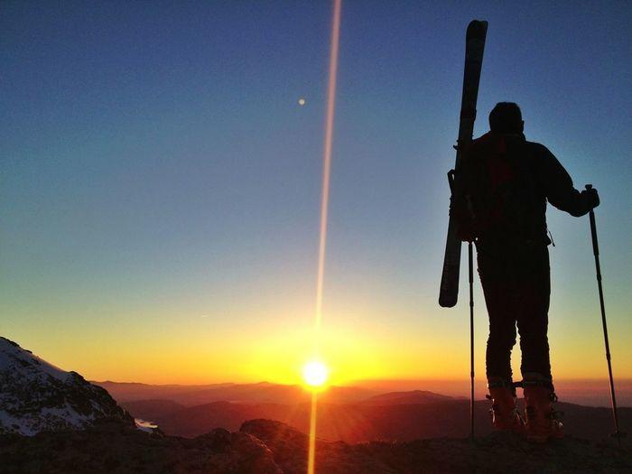 Solo #esquídemontaña #skimo #skimountaineering #dynafit #amanecer #sunrise #mountain #ilovemountains #training #gasss #DynaTour #Ascent #Regram #skinning #Dynafitting #WIN #sinfiltros #beforework #peñalara