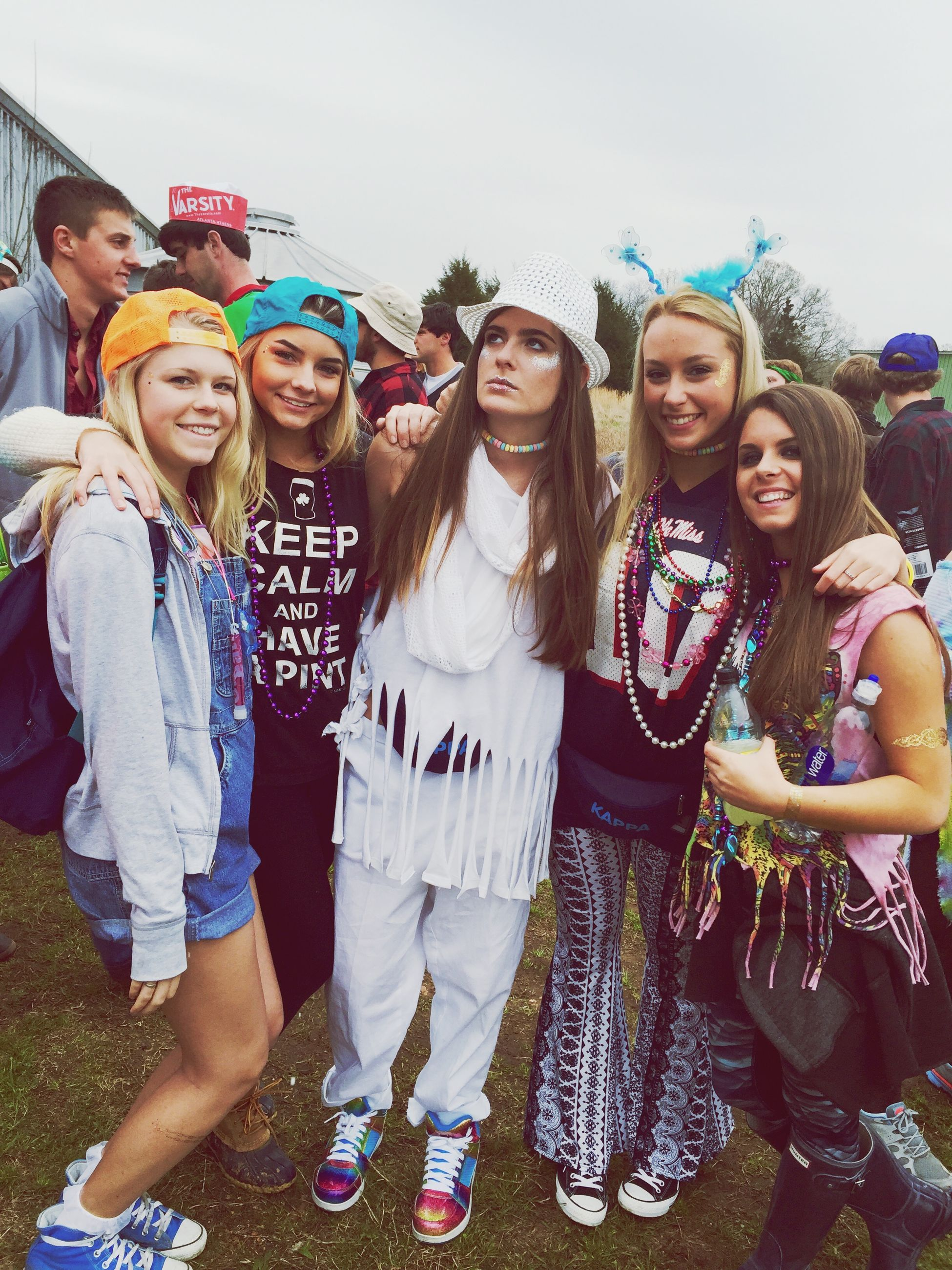 togetherness, lifestyles, bonding, leisure activity, person, portrait, young adult, friendship, casual clothing, smiling, happiness, looking at camera, love, front view, young women, standing, fun