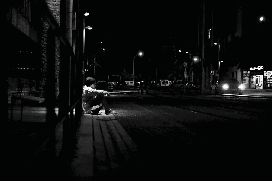Night Street Light Building Exterior Architecture Built Structure City Outdoors One Person Real People Illuminated Road Sky People Adults Only One Man Only Adult 50mm F1.8 NikonD3100 Lightroom Photo Messaging Santacruzdenoche Fotografianocturna Blackandwhite Editing Fragility