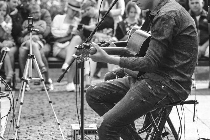 Black & White FUJIFILM X-T10 Backstage Acoustic Black And White Black And White Friday Concert Fujifilm Guitar