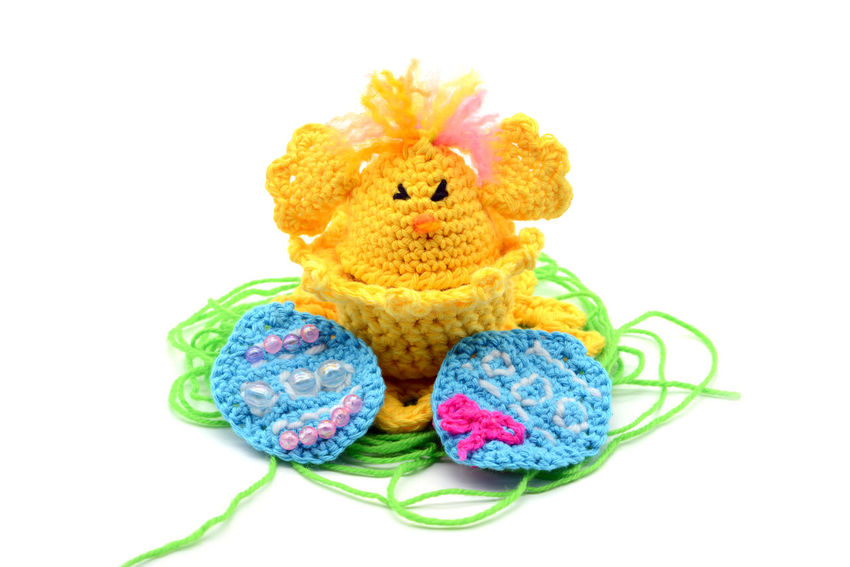 crochet Easter egg cup in chicken shape with easter eggs and green wool grass. white isolated background Crocheting Easter Easter Ready Easter Eggs Crochet Crocheted Crocheting Is My Hobby Crochetlove Crocus Easter Easter Chicken Easter Chicks Easter Decoration Egg Cup Freshness Studio Shot White Background Yellow