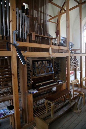 Baznica Cesvaine Cesvaines Baz Doppelmanualig Ergeles In Reno Latvia Organ Pipes Orgelpfeifen Pedestal Renovated Organ Stop Knob To Registrate Wood - Material