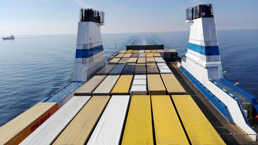 Frachtschiff mit Passagierroute Beauty In Nature Container On Board Containership Day Finnlines Frachtschiff Horizon Over Water Kombi-Fracht-Passagierschiff Nature Nautical Vessel No People Outdoors Sailing Scenics Sea Sky Transportation Water