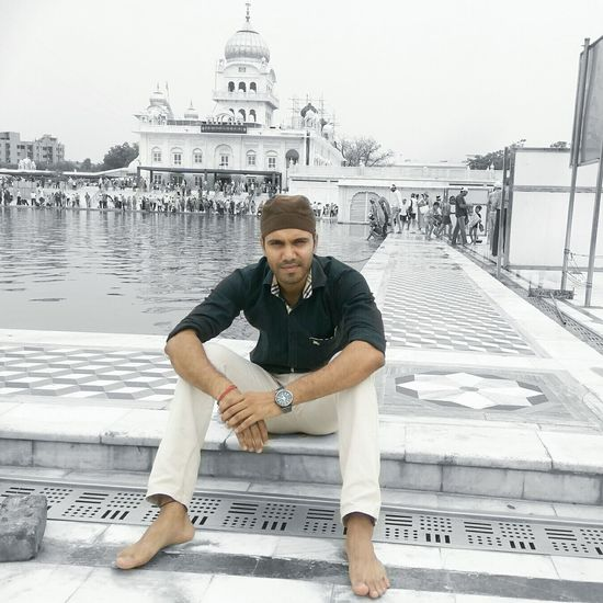 Gurudwara Bangla Sahib Ji Religious Place Outdoors Waterfall Front View People Travel Destinations
