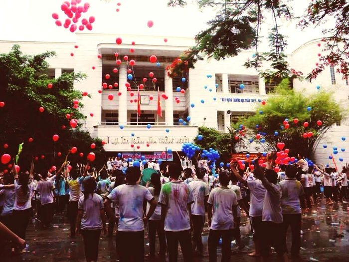 Thefinal Day of grade 2 Inmyschool Schoolyard Happinessmoment Sadday Red Blue Balloons Early Morning Enjoying Life