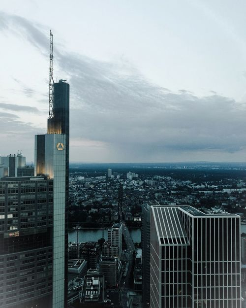 .Frankfurt | skyline Taking Photos Enjoying Life Architektura Vibes Maintower Frankfurt Am Main Architecture Leicacamera Vscocam HuaweiP9 Leica River Bridge Ffm Frankfurt's Life Skyline Frankfurt Skyline Comerzbank Check This Out Big City Lights