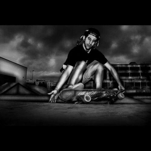Mi colega Ruzo surfeando la rampa como le mola, que recuerdos brother... Skateboardshoots Photooftheday Photographer Skateboarding instalike memories homies freestyle surfing black&white BN dragan skatepark Spain Castellón chillin skateordie memories