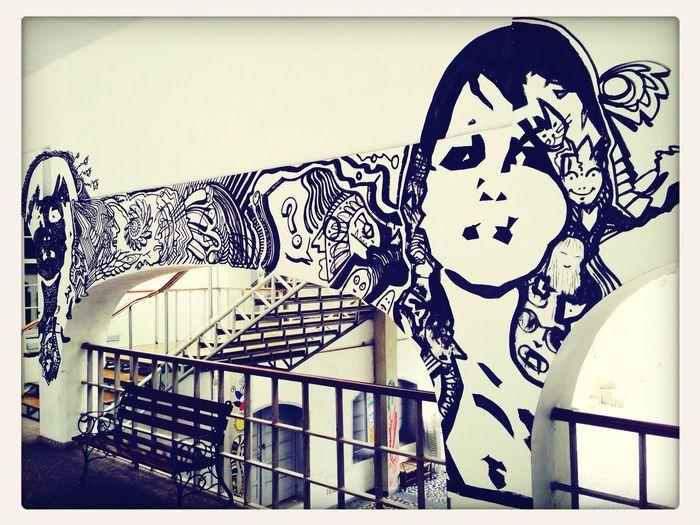 Grafitti Streetart Hanging Out