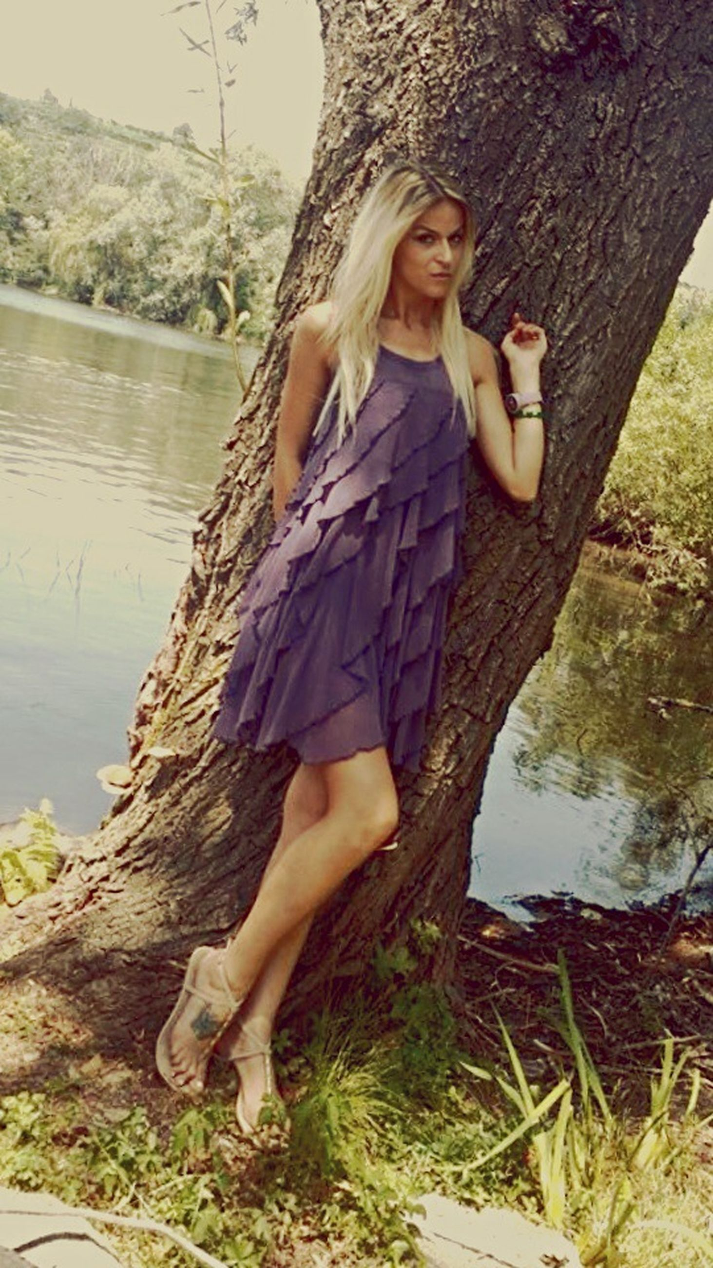 young adult, young women, lifestyles, leisure activity, water, person, casual clothing, sensuality, lake, relaxation, sitting, long hair, standing, full length, three quarter length, beauty