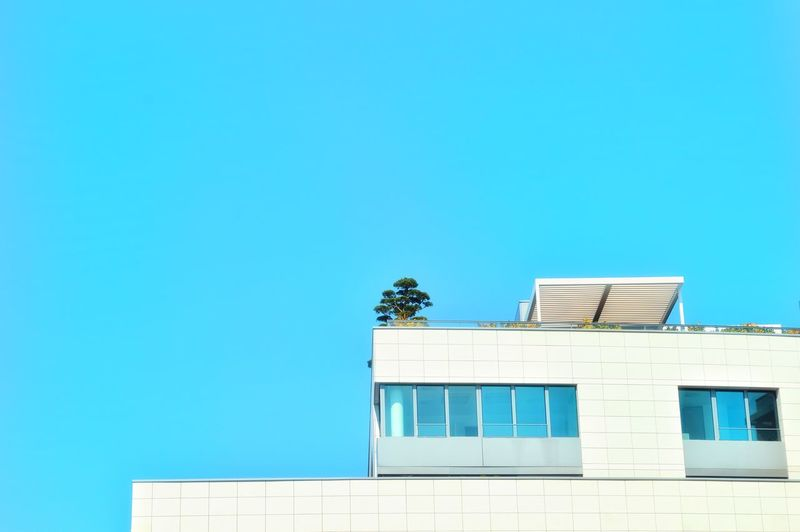 Minimal Architecture Architectural Feature Architecture_collection Built Structure Building Exterior Outdoors Sky Clear Sky Buildings & Sky City Cityexplorer Urban Urbanphotography Urban Architecture Minimalobsession Minimalism Minimalist Blue Blue Sky The Architect - 2017 EyeEm Awards