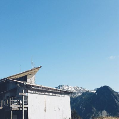 Sunshine is best amidst mountains || Hikingpnw Hiking Vscocam Gtfoutside snoqualmie