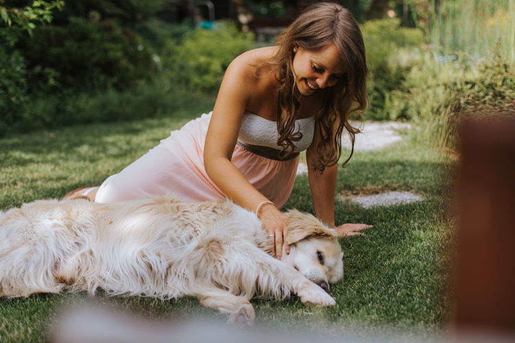 Pregnant of woman with dog