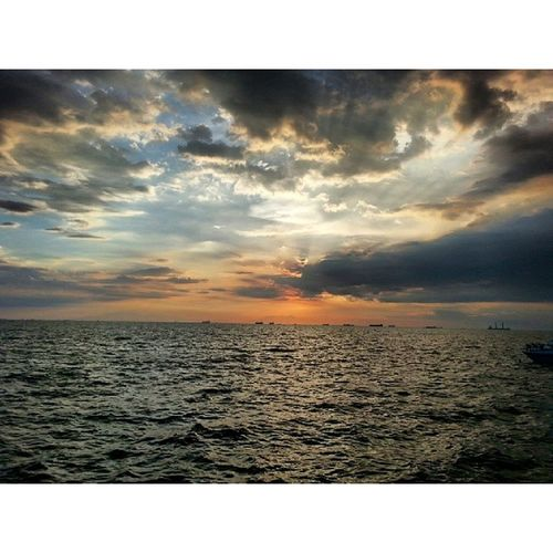 The sunset always amaze me with its color and charm Sunset 114 15177 8016646 Manila DarkFigure DarkClouds Philippines ItsMoreFunInPhilippines Travel Weekend seaside Ocean #Shades