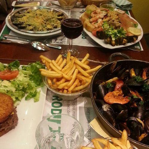 Gurme gezilere devam 💖 Fishfoods Paris France Leondebruxelles ig_paris Ig_izmir Ig_france Cokgezenlerkulubu Yururkenyediklerim Havasoguk Karides Midye @zuu.zuuu @zehracnky @ozgemirpars