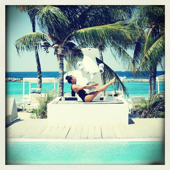 #YogaCharr #Charrsport #Charr Quote #Charr entertainmentSunshine Yoga Curacao Mambobeach Living my life like its golden! Charr♡ LearnLiveSharePeaceLove=Freedom